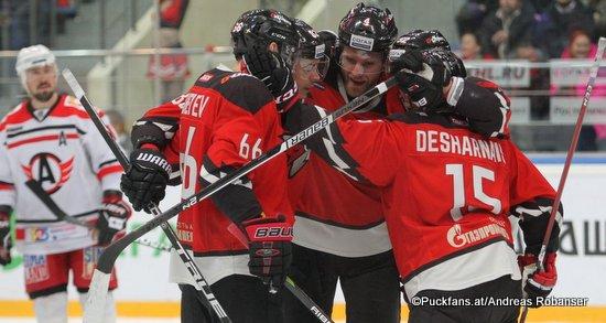 Avangard Omsk - Avtomobilist Ekaterinburg Ilya Mikheyev #66, Cody Franson #4, David Desharnais #15 Yury Lyapkin Arena Balashikha ©Puckfans.at/Andreas Robanser