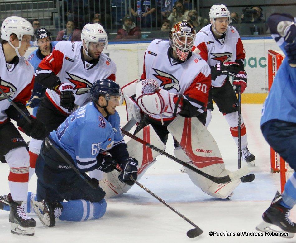 HC Slovan Bratislava - Avangard Omsk Rudolf Cerveny #65, Igor Bobkov #30, Nikita Pivtsakin #91 ©Puckfans.at/Andreas Robanser