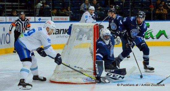 Dinamo Minsk - Barys Astana Jhonas Enroth #1, Patrick Wiercioch #28 ©Puckfans.at/Anton Ziuzenok