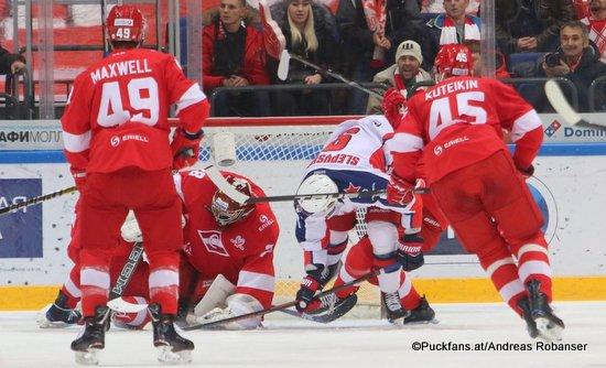 Spartak Moskau - CSKA Moskau Ben Maxwell #49, Alexander Trushkov #28, Anton Slepyshev #9, Andrei Kuteikin #45  CSKA Arena ©Puckfans.at/Andreas Robanser