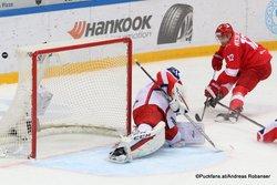 Spartak Moskau - CSKA Moskau Lars Johansson #31, Anatoli Nikontsev #12 CSKA Arena ©Puckfans.at/Andreas Robanser