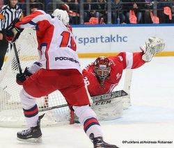 Spartak Moskau - CSKA Moskau Linden Vey  #19, Alexander Trushkov #28 CSKA Arena ©Puckfans.at/Andreas Robanser