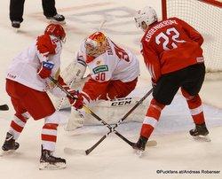 IIHF World Juniors SUI - RUS Danila Zhuravlyov #2, Nando Eggenberger #22, Daniil Tarasov #30 Rogers Place, Vancouver ©Puckfans.at/Andreas Robanser