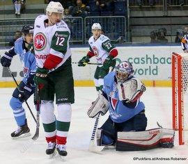 HC Slovan Bratislava - Ak Bars Kazan Mikhail Glukhov #12, Jakub Stepanek #30 ©Puckfans.at/Andreas Robanser