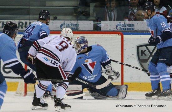 HC Slovan Bratislava - Dinamo Riga Kyle Chipchura #24, Kevin Clark #9, Jakub Stepanek #30 ©Puckfans.at/Andreas Robanser