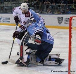 HC Slovan Bratislava - Dinamo Riga Brandon McMillan #88, Jakub Stepanek #30 ©Puckfans.at/Andreas Robanser