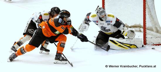 Brian CONELLY #20, Robin JAKOBSSON #5 & Juha Rasmus RINNE #29; Moser Medical Graz 99ers vs. Dornbirn Bulldogs; EBEL; Merkur Arena; Graz; 21.12.2018; ©Werner Krainbucher