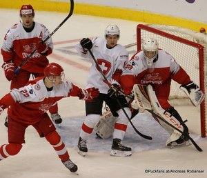 IIHF World Juniors DEN - SUI Daniel Baastrup #8, Mads Søgaard #30 Rogers Place, Vancouver ©Puckfans.at/Andreas Robanser