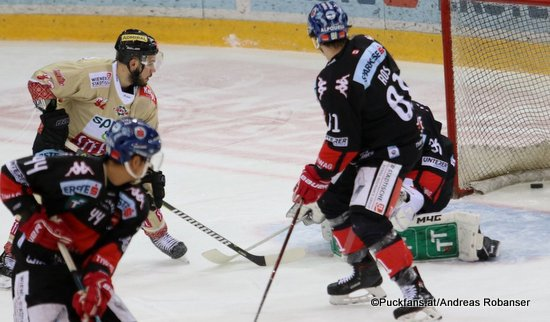 Vienna Capitals - HC Innsbruck Sacha Guimond #44, Chris DeSousa #82, Nick Ross #81 ©Puckfans.at/Andreas Robanser