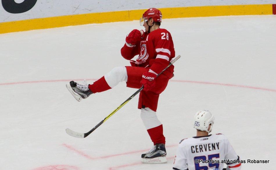 Vityaz Podolsk - HC Slovan Bratislava Alexander Syomin #28, Rudolf Cerveny #65 Vityaz Ice Palace, Podolsk ©Puckfans.at/Andreas Robanser