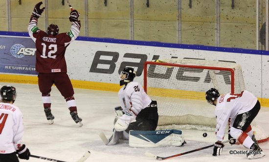 U20 World Championship Div 1A Daniels Berzins #12, Paul Mocher #20 ©Detlef Ross