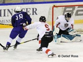 IIHF U20 World Championship Div 1A FRA - AUT Flavian Dair #18, Paul Mocher #20, Patrick Stückler #5 © Detlef Ross