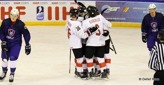IIHF U20 World Championship Div 1A FRA - AUT Lukas Schreier #16, Patrick Stückler #5 © Detlef Ross