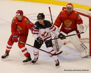 IIHF World Juniors RUS - CAN Alexander Alexeyev #4, Barrett Hayton #27, Pyotr Kochetkov #20 Rogers Place, Vancouver ©Puckfans.at/Andreas Robanser