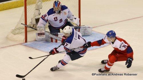 IIHF World Juniors USA - CZE Cayden Primeau #30, Quinn Hughes #7, Save-On-Foods Memorial Centre. Victoria ©Puckfans.at/Andreas Robanser