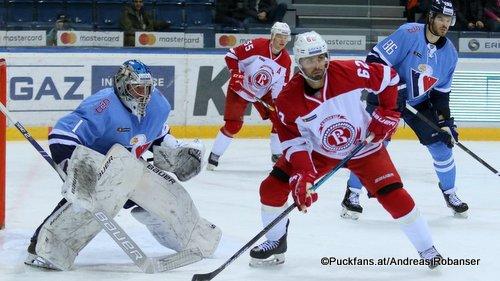 HC Slovan Bratislava - Vityaz Podolsk Marek Ciliak #1, Michal Repik #62, Éric Gélinas #86 ©Puckfans.at/Andreas Robanser