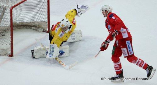 Vienna Capitals - EC KAC Jean-Philippe Lamoureux #1, Nick Petersen #8 ©Puckfans.at/Andreas Robanser