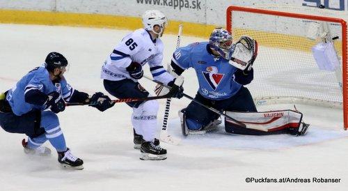 HC Slovan Bratislava - Dinamo Minsk Artyom Volkov #85, Jakub Stepanek #30 Ondrej Nepela Arena ©Puckfans.at/Andreas Robanser