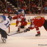 IIHF World Juniors Semifinal FIN - SUI Rasmus Kupari #19. Akira Schmid #29 ©Puckfans.at/Andreas Robanser