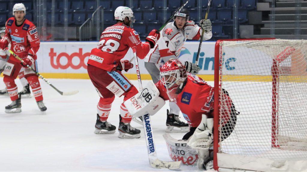 Bratislava Capitals - EC KAC Martin Schumnig #28, Sebastian Dahm #32, Ryan Culkin #7 Zimny Stadion Ondreja Nepelu © Puckfans.at/Andreas Robanser